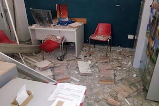 """Crollo nell'ufficio Anagrafe a Chiaiano, i lavoratori: """"il Comune da un mese non mette in sicurezza"""""""
