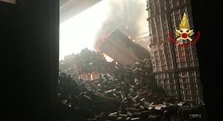Incendio in fabbrica, brucia la fabbrica delle conserve di pomodori tra Angri e Sant'Antonio Abate