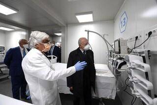 """Covid Center Campania, 72 ventilatori polmonari inutilizzati: """"parlano"""" solo in tedesco"""