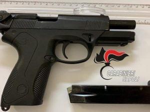 La pistola ritrovata nella cameretta del 16enne ai Quartieri Spagnoli.