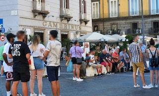 Troppi a Napoli hanno scordato le norme anti-Covid. Non solo i ragazzi, anche i commercianti