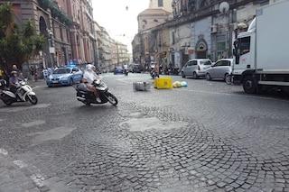 Proteste dei disoccupati, barricate coi bidoni al Museo: traffico bloccato fino a Carlo III