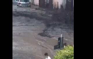 Maltempo in Irpinia: fiume di fango a Monteforte Irpino, automobili sommerse