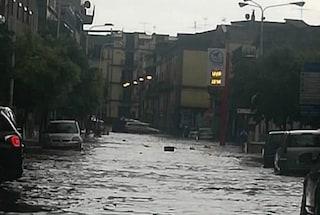 Maltempo Napoli, nuova bomba d'acqua: allagate strade e centri commerciali