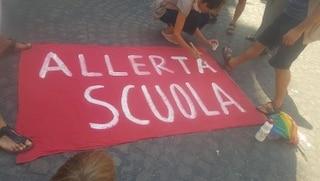 In Campania le scuole non riaprono: ci sono troppi contagi fra i giovani