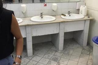 """""""I bagni della Federico II sporchi e non sanificati"""". Protesta degli studenti oggi in aula per esami"""
