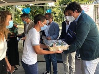 Quattro chirurghi appena assunti donano 4mila euro di doni ai ragazzi autistici a Qualiano