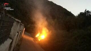 Incendia un bosco in Irpinia ma viene ripreso dalle telecamere in zona: arrestato