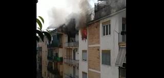 Incendio a Secondigliano: appartamento a fuoco, la proprietaria sviene