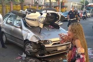 Incidente a Secondigliano, scooter vola nel parabrezza di un'auto nell'impatto: 2 feriti