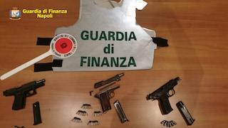 Armati di pistole nel Lotto Zero di Ponticelli: scoperti della Finanza