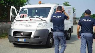 Assalto al portavalori all'Auchan di Giugliano, rapinatori armati di kalashnikov