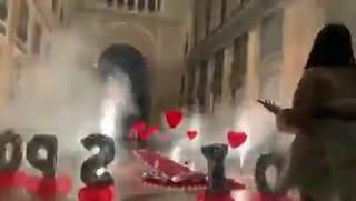 Fuochi d'artificio e musica in Galleria Umberto per la proposta di matrimonio: carabinieri indagano