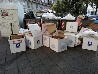 Elezioni Regionali Campania: urne elettorali gettate in strada a Napoli