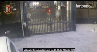 Napoli, seguono un turista per mezz'ora, poi gli strappano il Rolex dal polso: due arresti