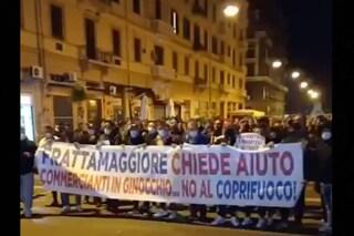 Coronavirus, a Napoli protesta contro il coprifuoco nella notte: in centinaia sul Lungomare