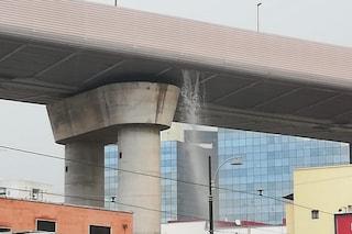 Maltempo Napoli, piove dal viadotto di Corso Malta: arrivano i vigili del fuoco