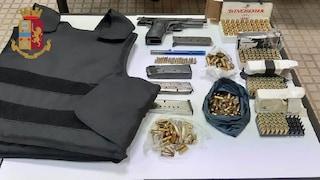 Un arsenale da guerra nascosto nell'armadio: arrestato un 51enne dei Quartieri Spagnoli
