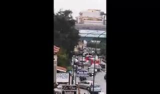 Coprifuoco, proteste anche a Chiaiano: manifestanti bloccano la strada con un autobus