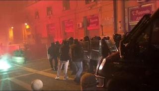 Coprifuoco, 2 persone arrestate per gli scontri di stanotte a Napoli, hanno precedenti per droga