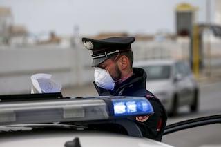 Napoli, saluta i carabinieri al posto di blocco, poi fugge e si schianta: aveva 1 kg di marijuana