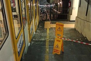 """Funicolare Chiaia, crolla parte del soffitto. I sindacati: """"Anche questo colpa dei lavoratori?"""""""