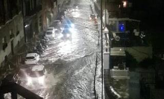 Napoli, allagamenti dopo il temporale: Riviera di Chiaia sommersa