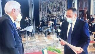 Covid, Gino Iacono, prof contagiato che fece lezione dall'ospedale, premiato da Mattarella