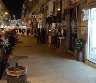 Napoli è tutta buia: alle 18 i commercianti hanno spento le luci per protesta