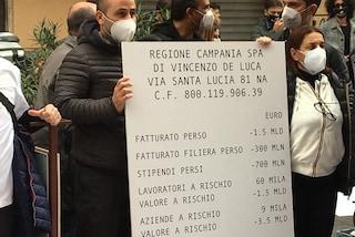 Covid, i negozi di Napoli oggi spengono le luci alle 18: protesta contro De Luca e Dpcm