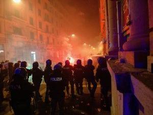 Alcune immagini della protesta di Napoli di ieri sera.