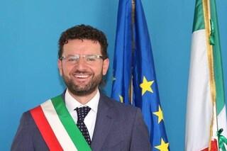 Covid, positivo il sindaco di Acerra Raffaele Lettieri. Chiusi gli uffici comunali