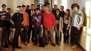 Covid Napoli, morto vicepreside della scuola Della Porta: studenti piantano un albero in sua memoria