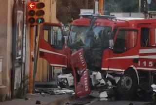 Incidente stradale a Nocera Inferiore, distrutto un camion dei pompieri: 3 vigili del fuoco feriti