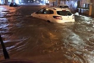 Caserta, la strada diventa un fiume, famiglia con due bimbe intrappolata salvata da autista bus
