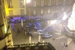 Disordini in zona movida a Napoli: inveisce contro volanti e lancia bottiglie prima del coprifuoco