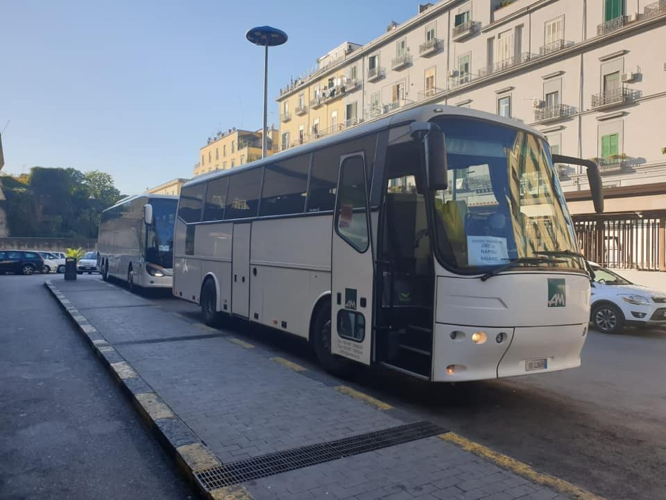 Uno degli autobus sostitutivi dell'Eav.