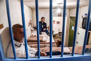 A Salerno il carcere era diventato una piazza di spaccio: droga e cellulari ai detenuti