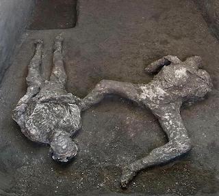 Scoperta agli Scavi di Pompei, ritrovati due corpi perfettamente conservati