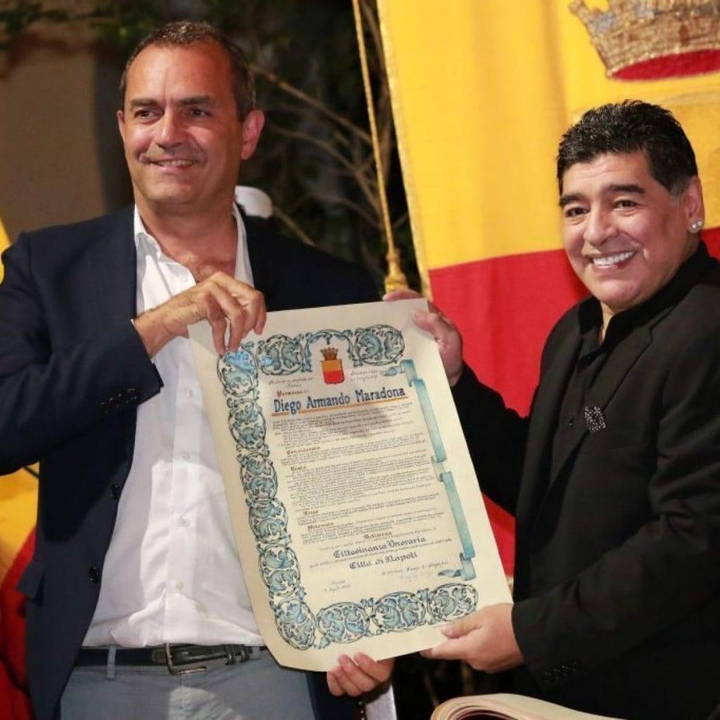 Luigi De Magistris e Maradona nel 2017