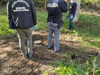 Al Rione Traiano droga sotterrata per sfuggire ai blitz: sequestrati 3 bidoni di marijuana