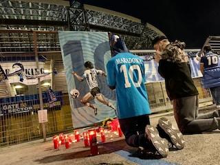 Addio Maradona, oggi Napoli è in lutto. Flash mob e cortei improvvisati per El Pibe