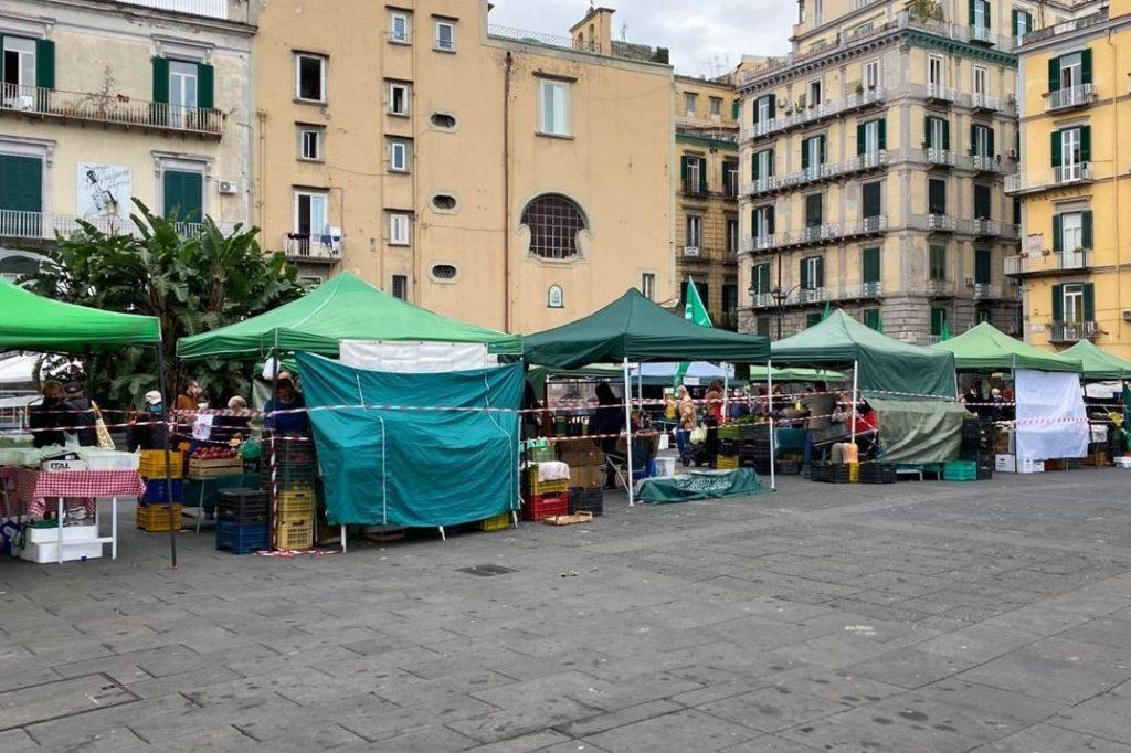 Piazza Dante mercatino in zona rosa