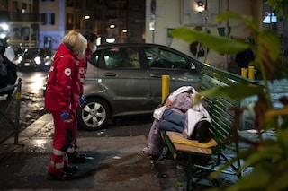 """Napoli, niente vaccino Covid per senzatetto e volontari, il Comune: """"A rischio mille clochard"""""""