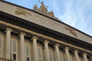 Il Teatro San Carlo cambia colore dopo il restauro: da grigio-verde a bianco-oro