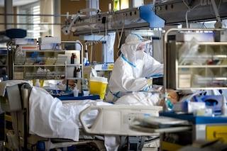 """Campania, ospedali sotto stress, i medici: """"Cominciamo a dover scegliere chi curare e chi no"""""""
