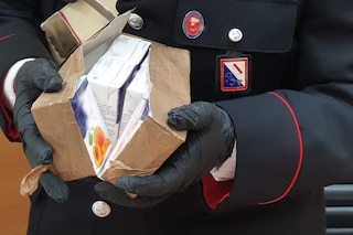 Paga 1.900 euro per un pacco, ma dentro ci sono succhi di frutta: scoperta truffa a un'anziana