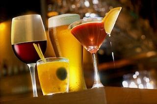 Festa privata nel bar a base di cocktail e champagne: scappano tutti all'arrivo dei carabinieri