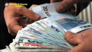 Abusi edilizi a Castellammare, arrestato geometra del Comune: soldi per chiudere un occhio sui lavori