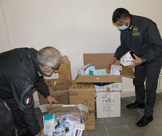 Sequestrate quasi 50mila mascherine illegali e inutili contro i virus nel Casertano